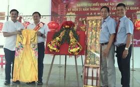 陳昶霖(左一)與阮清飛龍(左二)為慈善事業作貢獻。