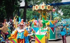 蓮潭文化公園舉辦遊行表演。