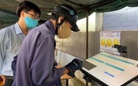 人們到阮智方醫院求診時都需先辦理電子健康申報手續。(圖源:元媚)