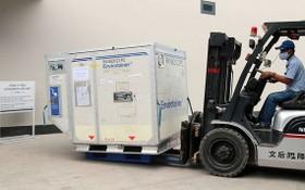首批疫苗獲送往VNVC和AstraZeneca的冷藏庫保管。