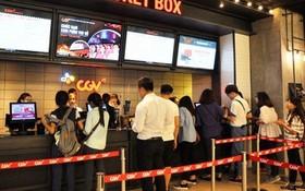 觀眾在CGV電影院排隊購買電影票。(圖源:互聯網)
