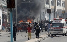 安全部隊在爆炸發生後到場處理。(圖源:路透社)