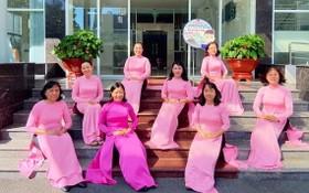 第六郡婦女響應越南長衫週活動。