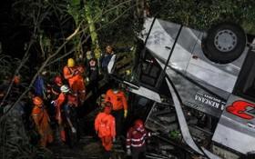 印尼大巴車墜崖現場。(圖源:互聯網)