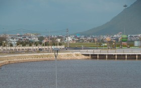 青綠涼爽的調節湖成為富安省吸引遊客的打卡地點。