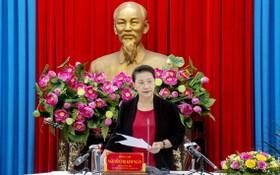 國會主席、國家選舉委員會主席阮氏金銀在會議上發表講話。(圖源:陳嶺)
