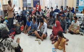 被查獲的 61 名非法入境者。(圖源:靈丹)
