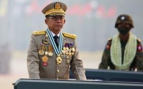 緬甸國防軍總司令敏昂萊主持軍人節閱兵。(圖源:路透社)
