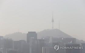 首爾市中心被霧霾籠罩。(圖源:韓聯社)