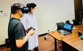 測試者只須穿戴頭戴式裝置並執行簡單的日常任務,虛擬視力障礙檢測平台便可計算出一個綜合的視力障礙分數。