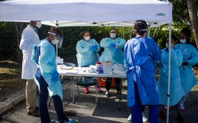在美國佛羅裏達州西棕櫚灘建立的新冠病毒檢測中心。(圖源:互聯網)
