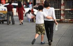 父母需撥出時間陪伴孩子,以成為孩子的朋友。
