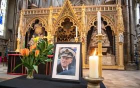 菲利普親王的遺像被安置在威斯敏斯特大教堂。(圖源:PA)
