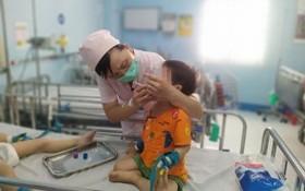 在本市第一兒童醫院感染-神經科接受治療的手足口病患兒。