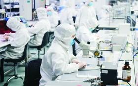 生產商運用消毒物料,製作適合個人、可以重複使用的防疫裝備,應付各種傳染病。