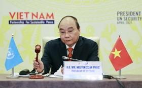 越南國家主席阮春福主持一場視頻高級討論會。(圖源:越通社)