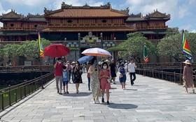 遊客參觀順化皇城。