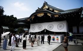 人們參觀日本東京的靖國神社。(圖源:AFP)