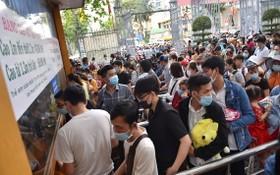 大量遊客排隊等待購買門票。(圖源:TTO)