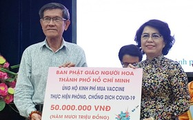 市華人佛教會代表捐款予購買疫苗防疫基金。