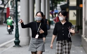 市民外出佩戴口罩,嚴格遵循防疫措施。(圖源:垂楊)
