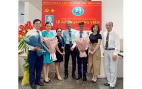 越南Sanofi Aventis有限責任公司黨支部的新黨員接納儀式。