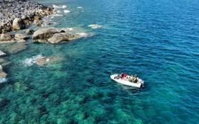 穎角海水清澈無比。