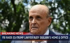 美國前總統特朗普的私人律師、紐約市前市長魯迪‧朱利安尼在紐約的住所和辦公室28日遭聯邦執法人員搜查。(圖源:視頻截圖)
