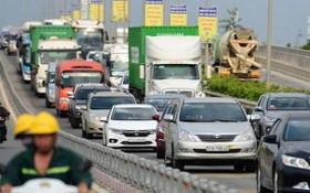 安富交通樞紐經常發生交通堵塞導致車流在本市-隆城-油曳高速公路頭端就開始排長龍。
