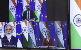 印度總理莫迪(左下)與歐盟執委會主席范德賴恩(右下)及歐洲理事會主席米歇爾(上),8日展開視頻會談,尋求恢復2013年以來停滯的貿易談判。(圖源:AP)