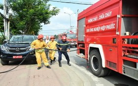 芽皮縣消防和救援警察隊舉行消防演習,以為選舉做好準備。