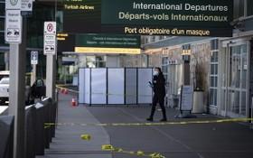 加拿大溫哥華機場槍擊事件一人死亡,警方封鎖現場調查。(圖源:AP)