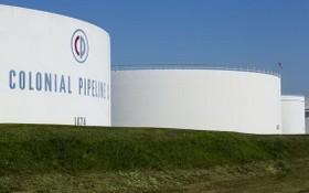 這是美國新澤西州伍德布里奇的科洛尼爾管道運輸公司儲存罐的資料照片。(圖源:新華社/路透社)
