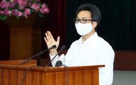 政府副總理、國家新冠肺炎疫情防控指委會主任武德膽在新聞發佈會上發言。(圖源:VGP)