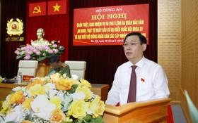 黨中央政治局委員、國會主席、國家選舉委員會主席王廷惠在會上發表指導意見。(圖源:祖國報)