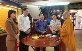 市越南祖國陣線委員會常務副主席阮成忠(左二)探訪觀音精舍。