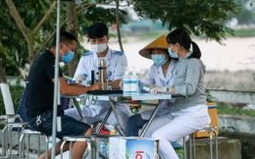 圖為北寧省與北江省接壤處的1號國道上的檢疫點。(圖源:志慧)