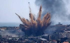 圖為以色列13日對加沙地帶實施空襲。 (圖源:紐約時報)