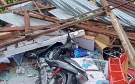 永隆省多間民房倒塌被掀頂
