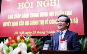 越南農民會常務副主席梁國團在會上發言。(圖源:越通社)