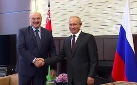 俄羅斯總統普京(右)與白俄羅斯總統盧卡申科。(圖源:AP)