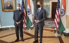 美國國務卿布林肯(右)和印度外長蘇傑生在美國國務院舉行會晤。(圖源:推特)