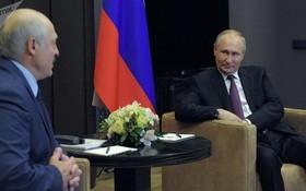白俄羅斯總統亞歷山大‧盧卡申科(左)與俄羅斯總統普京。(圖源:Sputnik)