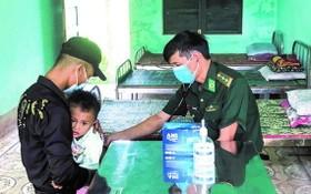 廣治省沙沉軍民醫療站幹部正在為民眾診療。