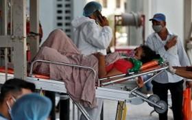 印度疫情逐漸趨緩,初級醫師5月31日展開罷工,要求政府在醫師與家屬染疫時提供免費醫療協助。(圖源:互聯網)