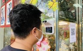 自動測量體溫儀器方便且安全。