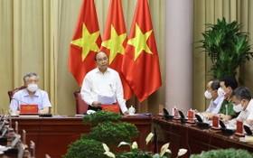 國家主席阮春福(右二)主持會議並發表講話。(圖源:越通社)