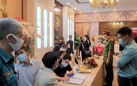 30 多人在疫情期間參加開張儀式