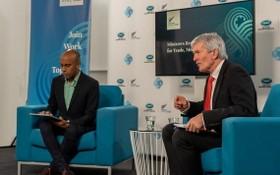 6月5日,2021年亞太經合組織貿易部長會議主席、新西蘭貿易部長達明·奧康納(右)在新西蘭惠靈頓出席亞太經合組織成員貿易部長視頻會議新聞發佈會。(圖源:新華社)