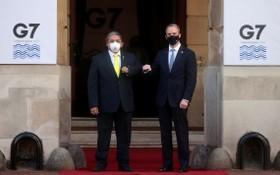 """英國倫敦,G7外長會在蘭開斯特宮舉行會議,現場嚴格執行""""碰臂禮""""。(圖源:路透社)"""